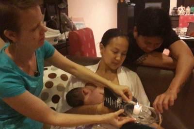 Menghubungi tenaga medis atau orang yang menangani kelahiran lotus birth