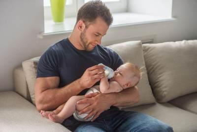 Moms, Beginilah Cara Melatih Anak Minum dari Botol Susu!