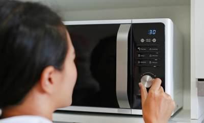 Hindari Menghangatkan Susu Dalam Microwave
