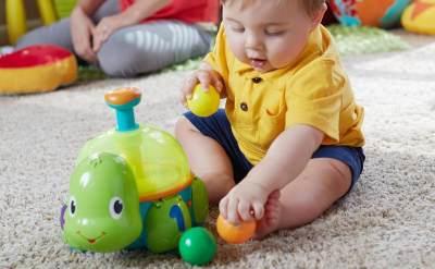 Yuk, Moms Latih Bayi Duduk Sendiri dengan Cara Ini
