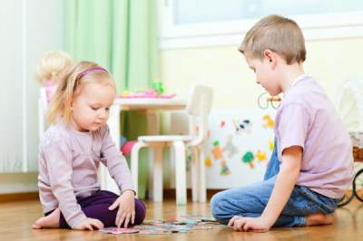 Biasakan Anak Bermain Bersama