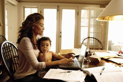 5 Hal Penting Yang Harus Kamu Pertimbangkan Sebelum Memilih Berhenti Bekerja Demi Anak