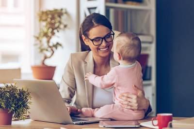 Moms, Ini Hal Penting yang Harus Kamu Perhatikan Saat Membawa Anak Ikut Bekerja