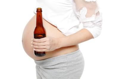 Bahaya! Kamu Harus Tahu Apa yang Terjadi Pada Janin Ketika Ibu Minum Alkohol?