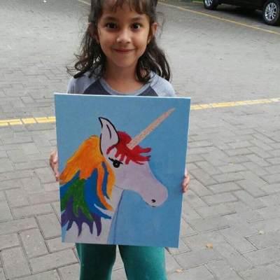 Hasil Penjualan Karya Lukisannya ia Bagikan ke Panti Asuhan