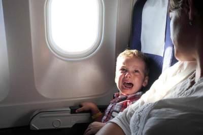 Tips mengatasi tangisan anak didalam pesawat