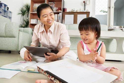 Berbeda Dengan Asisten Rumah Tangga Ini Dia Daftar Tugas Dari Babysitter