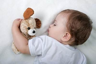 Begini Menidurkan Bayi Agar Tidurnya Nyenyak Saat Di Hotel, Moms!
