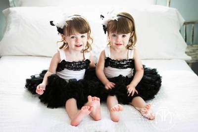 Lucunya! 10 Foto Ini Pasti Bikin Kamu Ingin Punya Anak Kembar