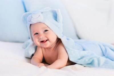 Kenapa Sih Rambut Bayi Pitak? Ternyata Ini Penyebabnya!