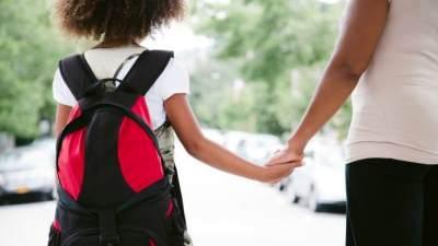 Beri si Kecil Dukungan Tanpa Henti Sekaligus Belajar Melepaskan