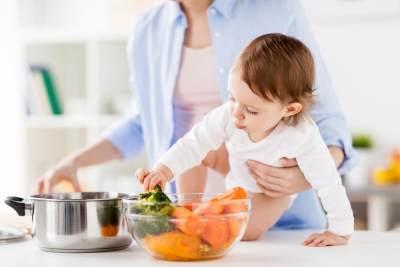 #4 Mengenalkan makanan hambar sampai usia satu tahun