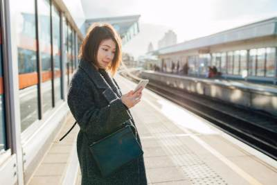 Ibu Hamil Naik Commuter Line? Siapa Takut!