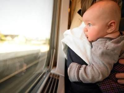 Tips Berpergian Naik Kendaraan Umum Dengan Bayi Supaya Tidak Rewel