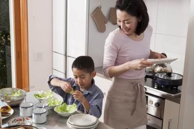 3. Libatkan Anak dalam Berbagai Aktivitas Orangtua
