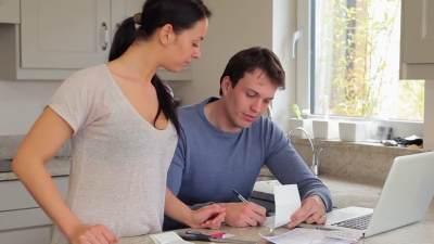 Moms, Inilah Tips Pengelolaan Keuangan untuk Sandwich Generation