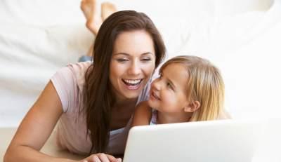 5 Tips Pintar Bekerja dari Rumah : Pekerjaan Lancar dan Keluarga Terurus.