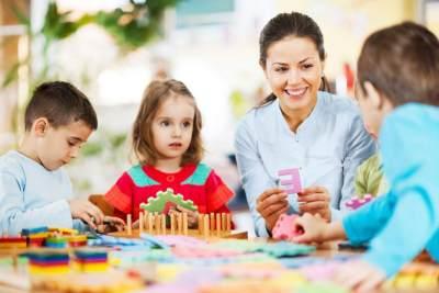 Anak Lebih Suka Main di Luar? Coba Trik Ini Agar Anak Betah di Rumah