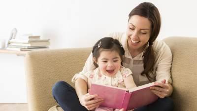 2. Membacakan Buku tentang Dokter Gigi