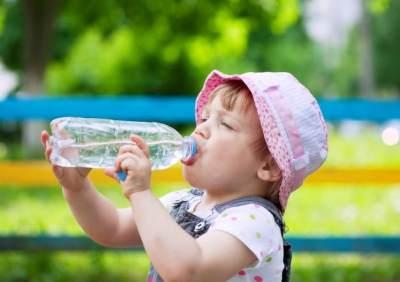 Ini Khasiatnya Jika Anak Dibiasakan Mengonsumsi Banyak Air Putih