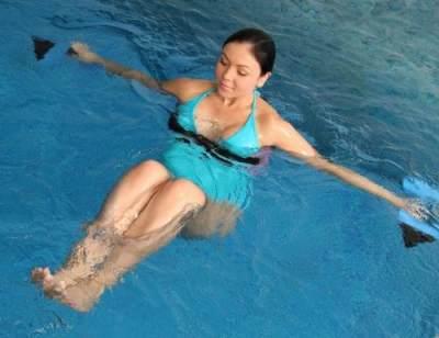 Berenang sebagai Olahraga Hamil. Benarkah Baik untuk Kandungan?