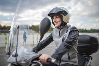 Penting! Ini Dia Aturan Duduk Di Motor Yang Tepat Untuk Para Ibu Hamil