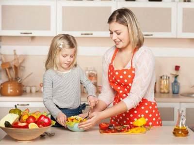 4 Trik Ciptakan Waktu Makan Menjadi Menyenangkan bagi Si Kecil