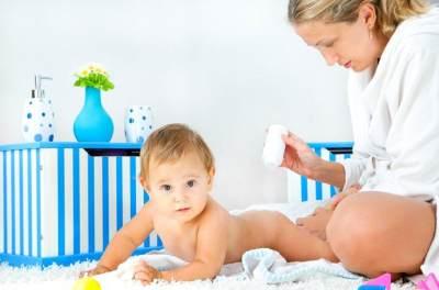 Tak Disangka, Bedak Bayi Ternyata Bisa Mengatasi Wajah Berjerawat Lho! Wajib Coba!