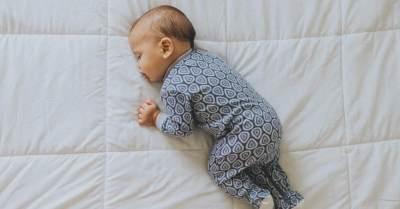 Moms, Ini Tips Agar Bayi Tidak Jatuh dari Tempat Tidur yang Bisa Dicoba