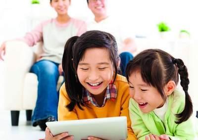 Jangan Kebablasan! Inilah Aturan Penggunaan Gadget Sesuai Usia Anak yang Harus Moms Tahu
