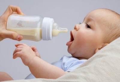 Si Kecil Belum BAB Berhari-hari? Jangan Panik Moms, Mungkin Ini Penyebabnya!