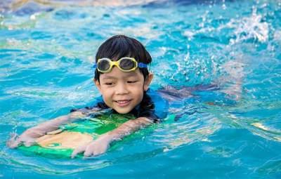 2) Berenang