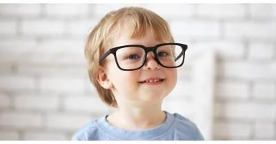 Waspada Moms, Ternyata Ini Penyebab Anak Memakai Kacamata Telalu Dini!