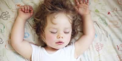 3) Tidur dengan Lampu Terang