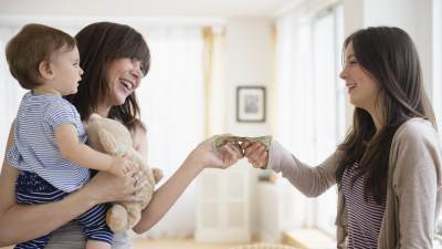 Berbeda dengan Asisten Rumah Tangga, Ini Dia Daftar Tugas dari Babysitter