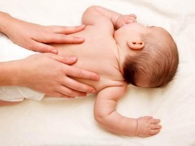 Moms, Inilah 4 Alasan Kamu Harus Memijat Bayi