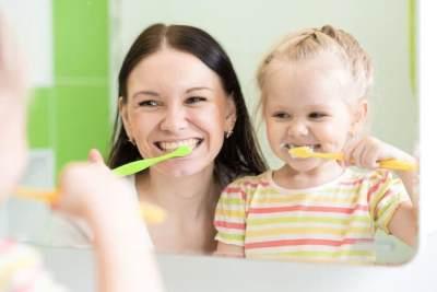 Agar Gigi Si Kecil Tidak Rusak, Lakukan Tips Mengajari Anak Sikat Gigi Sendiri Ini