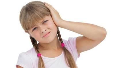 Jangan Panik Dulu Moms! Ini Cara Mengeluarkan Benda Asing yang Masuk ke Telinga Anak