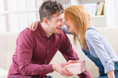 Jangan Sampai Berlebihan, Ini Dia Tips Mengurangi Rasa Cemburu Pada Rekan Kerja Suami