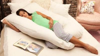 Seperti Apa Sih Posisi Tidur yang Paling Tepat Saat Hamil Tua?