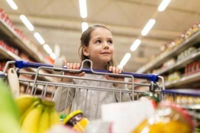 3. Ingatkan Anak Menjaga Sikap di Supermaket