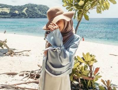 6 Tips Menggunakan Busana Hijab untuk ke Pantai
