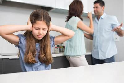 Pikirkan Baik-Baik, Ini Dia Dampak Perceraian yang Akan Terjadi Pada Anak