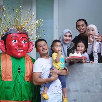 Meskipun Masih Muda, Artis Indonesia Ini Sudah Punya Anak Banyak, Lho!