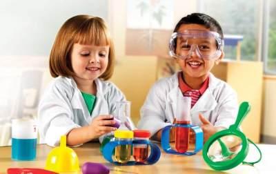 Kenalkan Si Kecil dengan Percobaan Sains yang Menyenangkan Ini Yuk, Moms!