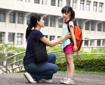 Tips Mengantar Anak Sekolah Agar Tidak Menangis Saat Ditinggal