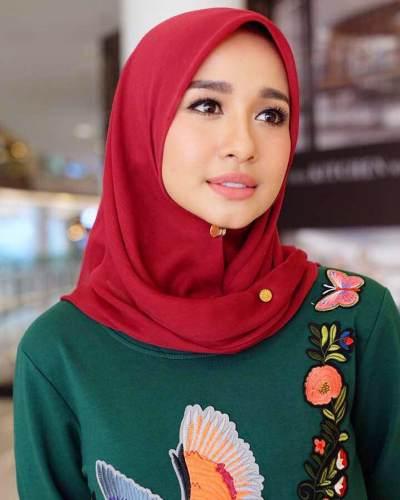5. Hijab Segi Empat OOTD Ala Laudya Cynthia Bella