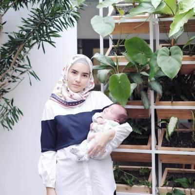 Tenang Aja Moms, Blouse Muslim Ini Cocok Buat Menyusui Lho!
