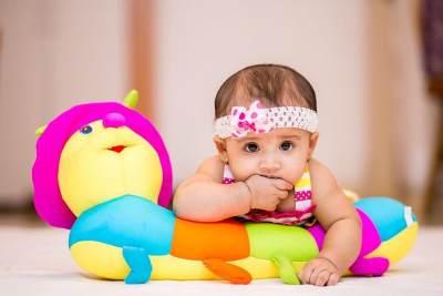 2. Menarik Perhatian Bayi