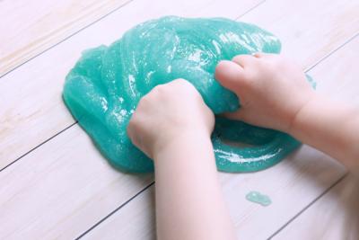 Jangan Sampai DIY Slime Melukai si Kecil, Begini Cara dan Bahan yang Aman